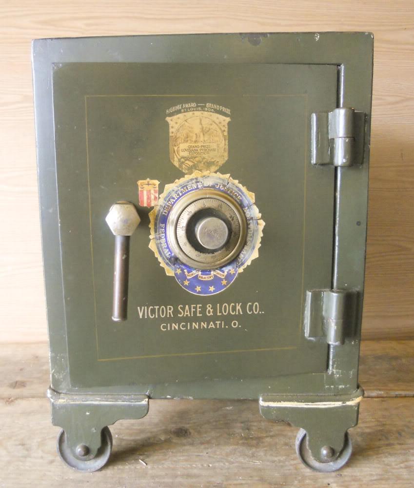 safe find antique victor lock safe co the coinologist. Black Bedroom Furniture Sets. Home Design Ideas